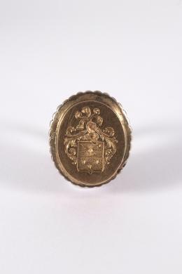 """1  -  <p><span class=""""object_title""""> Colgante Sello en oro y plata con escudo heráldico.</span></p>"""