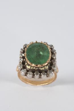 """6  -  <p><span class=""""object_title"""">Sortija Rosetón, estilo Isabelino en oro y ...... en plata con esmeraldas, talla oval y Diamantes, talla rosa.</span></p>"""